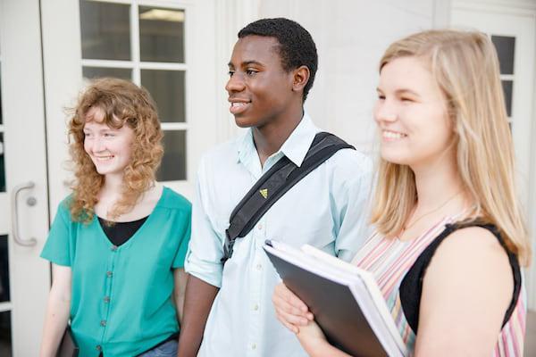 高中生参观罗素大厅